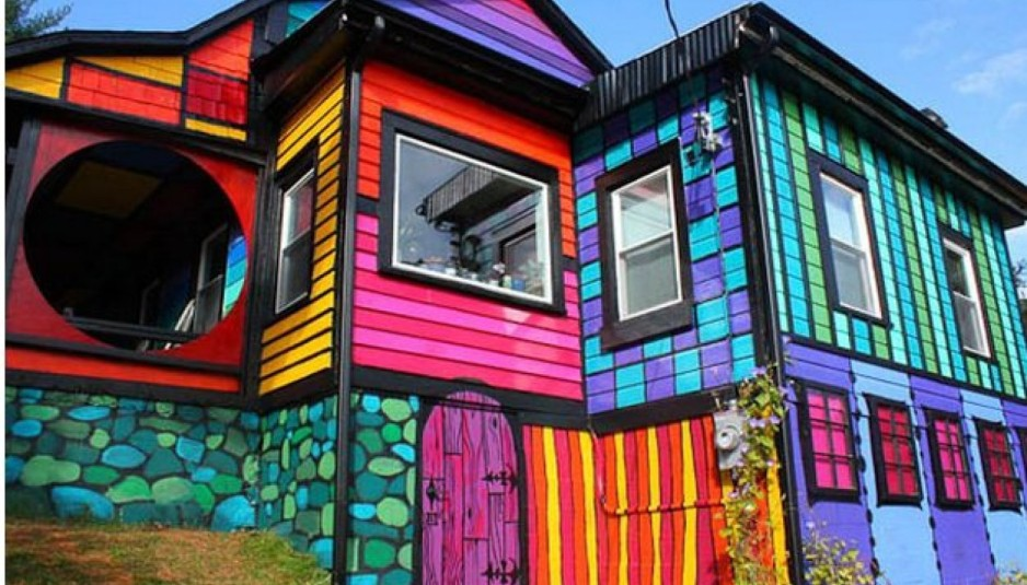 Brokers who can sell anything, even a multi-colored house